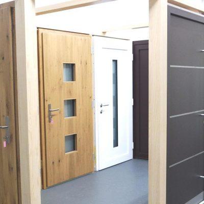 Kunststoff-, Holz- und Holz-Aluminium Hauseingangstüren